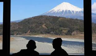 間近に見える富士山