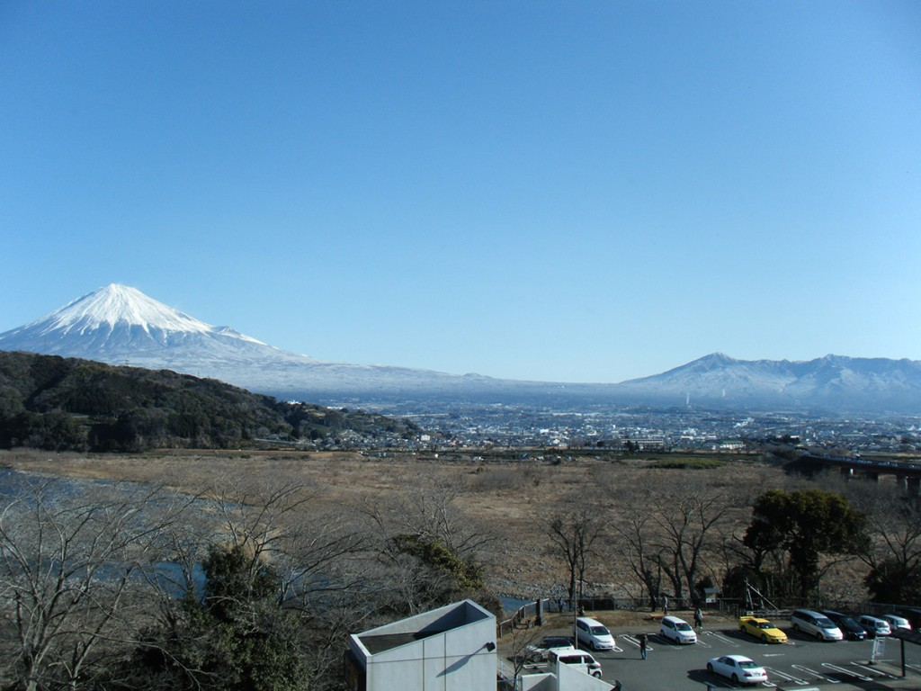 富士の山々を望む