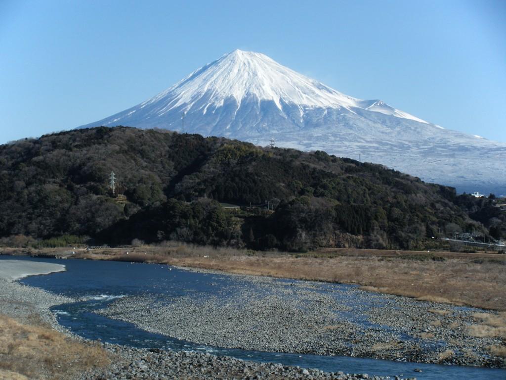 冬の富士川と富士山